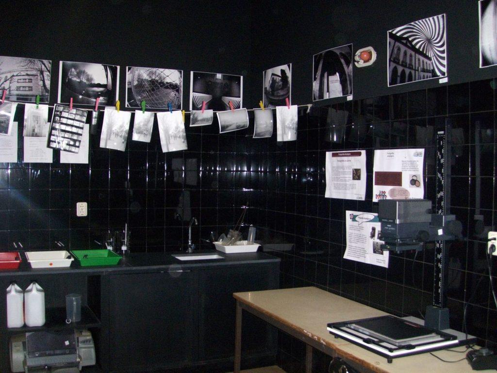 Curiosidades Sobre Revelações Realizadas em Laboratórios sala escura